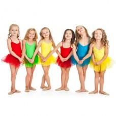В чем занимаются дети на танцах?